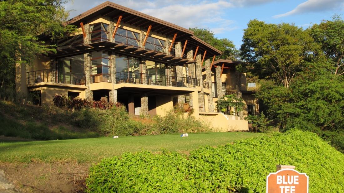 Costa-Rica-Luxury-Home_Sarco-Architects_181-1100x619.jpg
