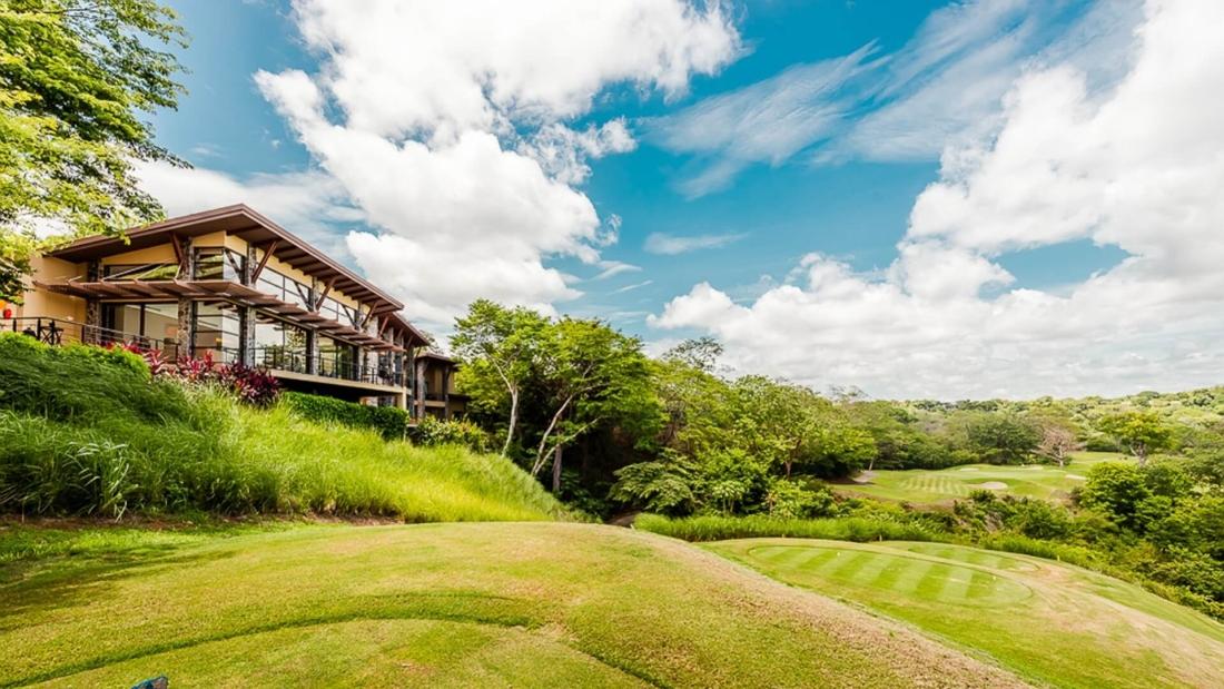 Costa-Rica-Luxury-Home_Sarco-Architects_32-1100x619.jpg