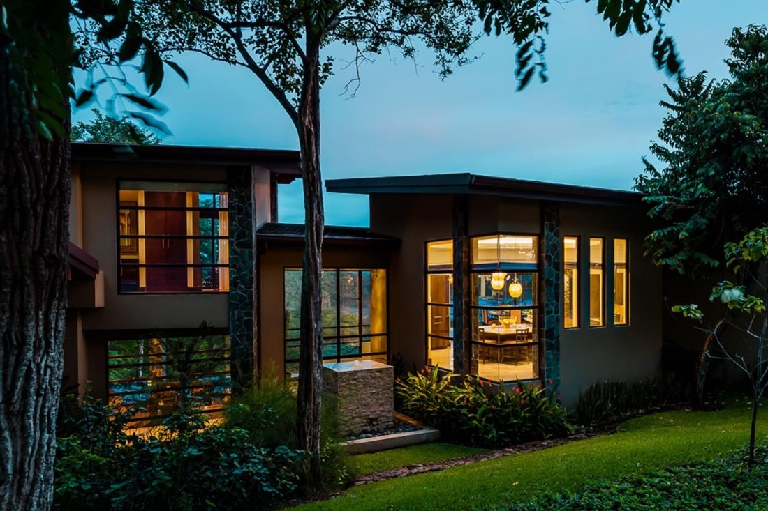 Costa-Rica-Luxury-Home_Sarco-Architects_35-1100x733.jpg