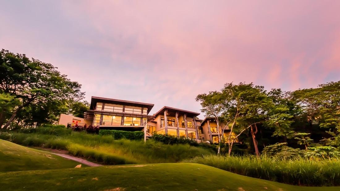 Costa-Rica-Luxury-Home_Sarco-Architects_36-1100x619.jpg